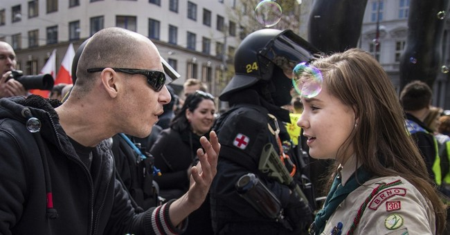 Photo of Czech teen Scout confronting neo-Nazis becomes hit