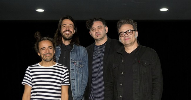 Cafe Tacvba embraces freedom on album without record label