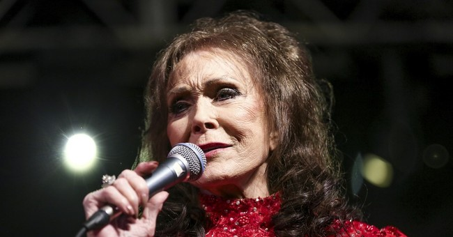 Loretta Lynn remains hospitalized in Nashville after stroke