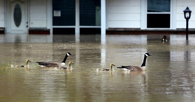 As rivers recede, another death from Midwest flooding
