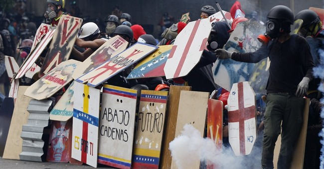 Hundreds evacuated in Venezuela as tear gas seeps into homes