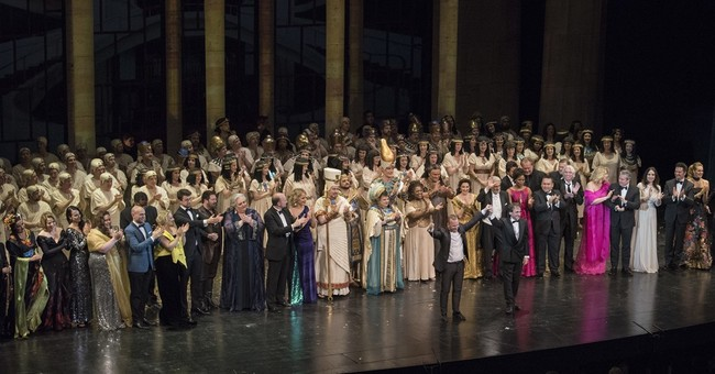 Hvorostovsky makes surprise appearance at Met Opera gala