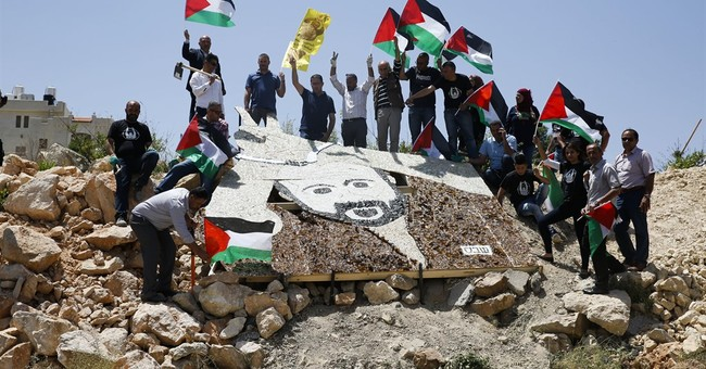 Palestinians stay on hunger strike despite snacking claims