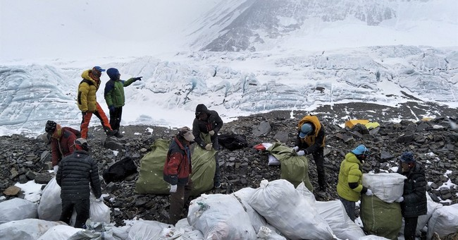 4 tons of garbage collected in China's Everest cleanup