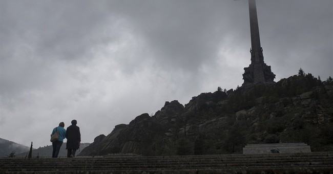 Spain parliament calls for Franco's remains to be moved