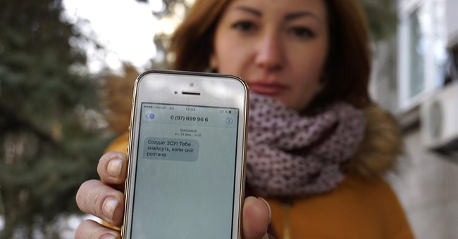 Ukraine soldiers bombarded by 'pinpoint propaganda' texts