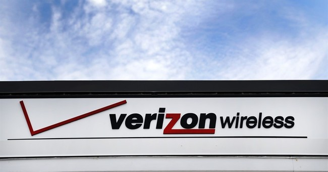 Verizon wins bidding war with AT&T for Straight Path