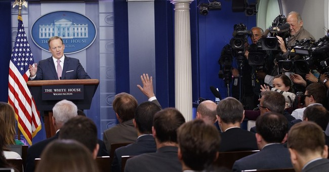 Trump threatens to cancel briefings; Spicer back at podium