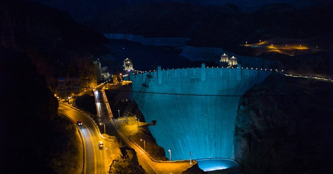 Iconic Hoover Dam lights up in turquoise for lung health