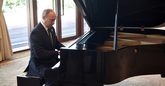 Putin plays piano as he awaits talks with Xi