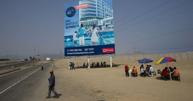 AP PHOTOS: Ads contrast with poverty on road to Peru coast