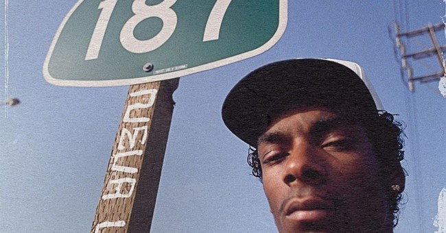 Review: Snoop Dogg looks back on CD reflecting rap's shift