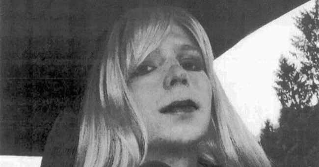 Convicted soldier Chelsea Manning will stay on active duty