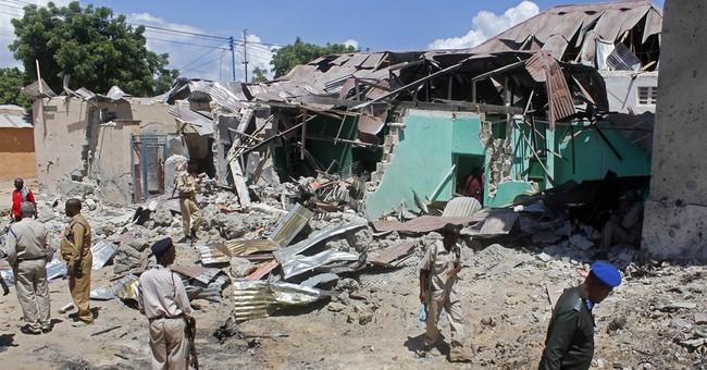 Blast kills 3 bomb disposal experts in Somalia's capital