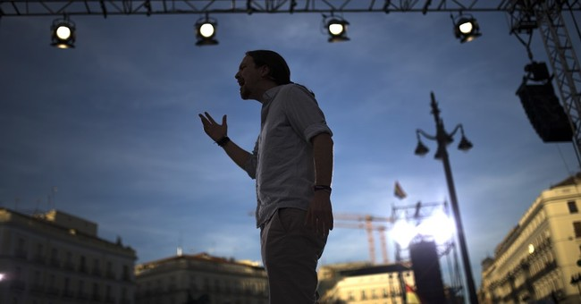 Thousands in Madrid back no-confidence vote against PM Rajoy