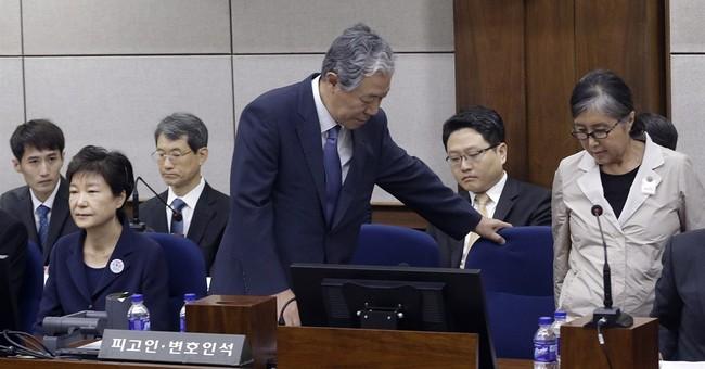 Gestures tell of friendship that toppled S. Korea president