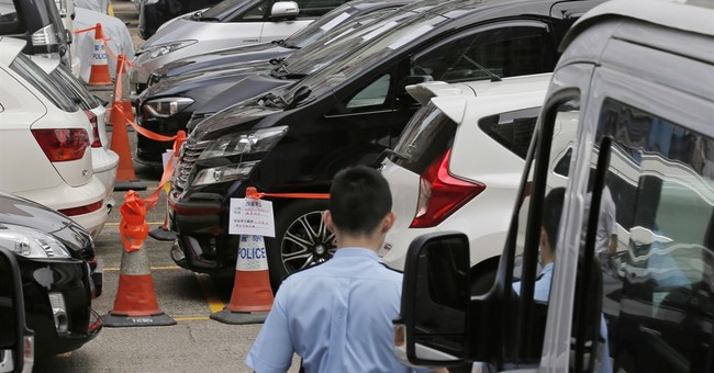 Hong Kong police arrest 21 Uber drivers in latest crackdown