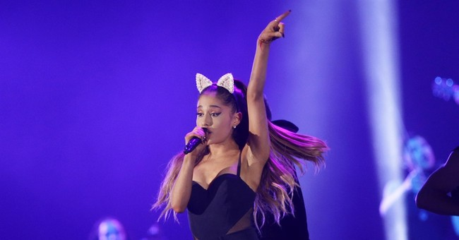 Ariana Grande planning benefit concert in Manchester