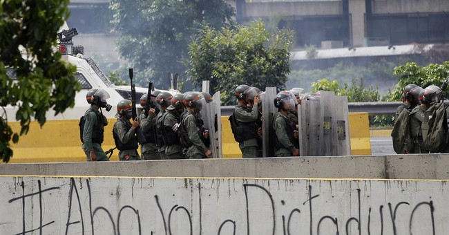 Top Venezuela prosecutor says protester killed by police