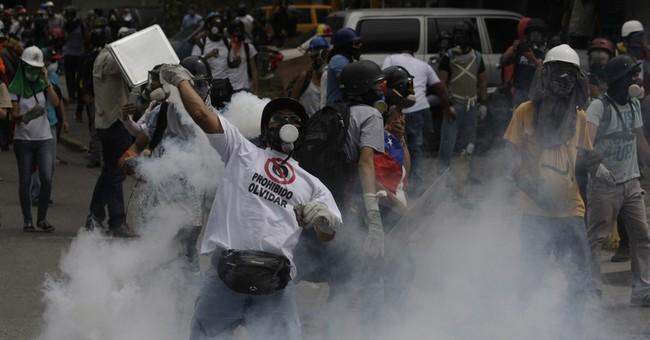 Top Venezuela prosecutor says protester killed by police
