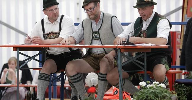 AP PHOTOS: Bavarians crown finger wrestling champion