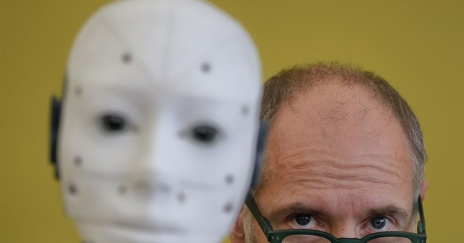 French designer shows off DIY robot in public for 1st time