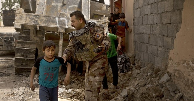 Aid groups warn of chaos after Mosul civilians told to flee