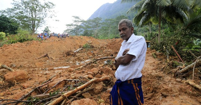 Sri Lankan soldiers recover more bodies from mudslides