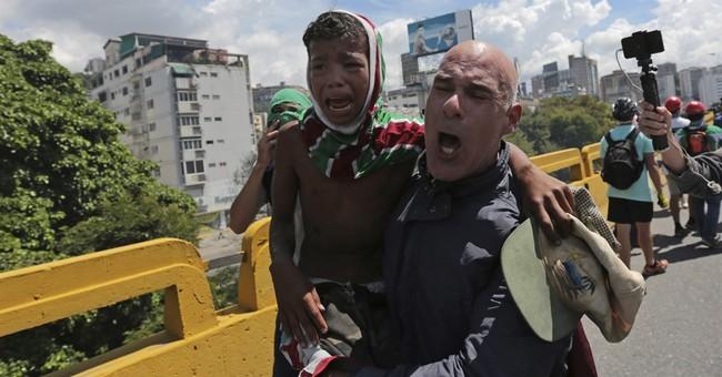 Venezuela opposition leader Capriles tear-gassed at protest
