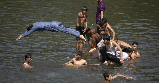 Heatwave grips many areas of Pakistan amid long power cuts