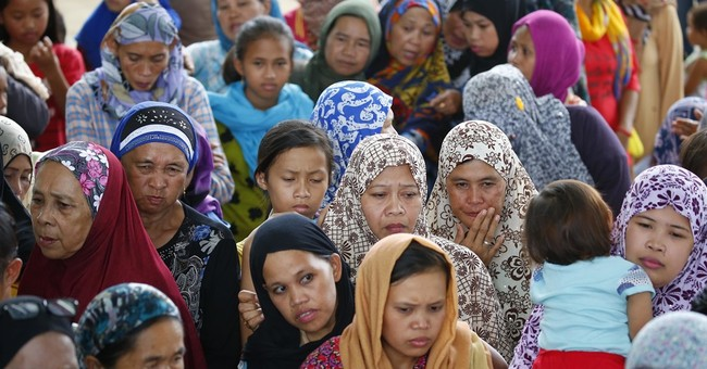 Civilians seek food, water as Philippines siege continues