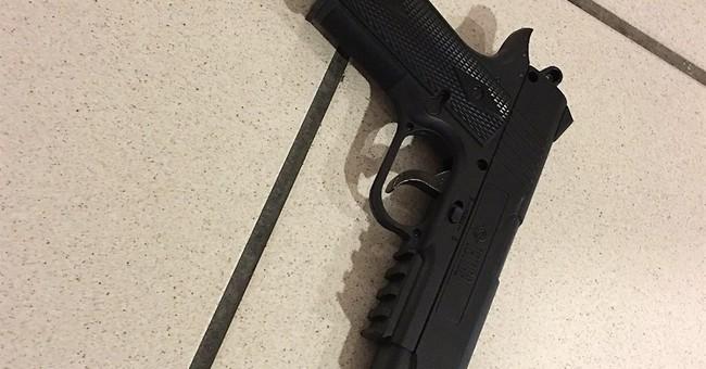 Man with fake gun at airport wanted to speak to president
