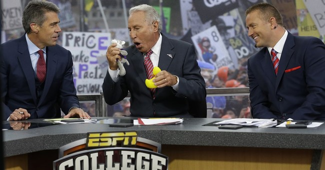 Headgear rules: Lee Corso, 81, signs extension with ESPN