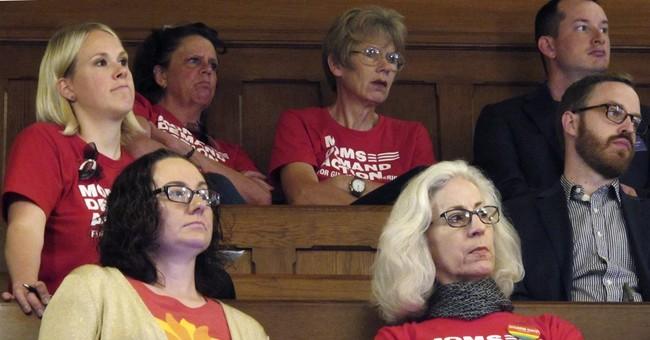 Kansas governor promises to veto budget-fixing tax hike