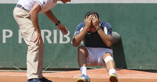 Del Potro consoles injured foe, doing 'what my heart feels'