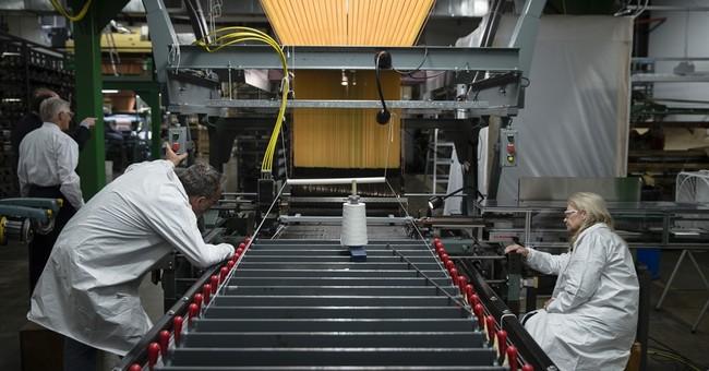 Survey: Economists expect slower US growth