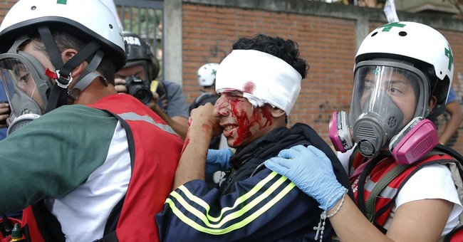 Venezuela's defense chief warns guardsmen on excessive force