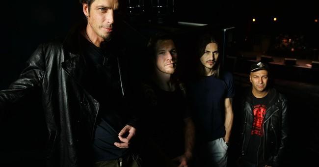 Former bandmates remember Chris Cornell with empty spotlight