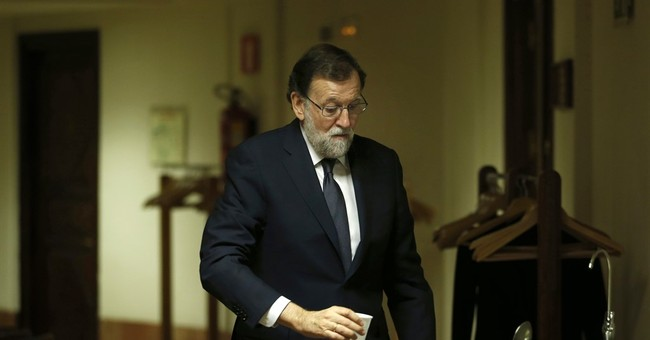 Spain PM Rajoy fends off criticism in no-confidence debate