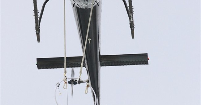 Wallenda hangs by teeth from helicopter over Niagara Falls