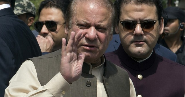 Pakistani PM appears before Supreme Court panel for 3 hours