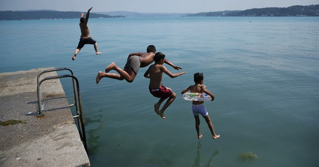 Microscopic organisms turn Istanbul's shores turquoise