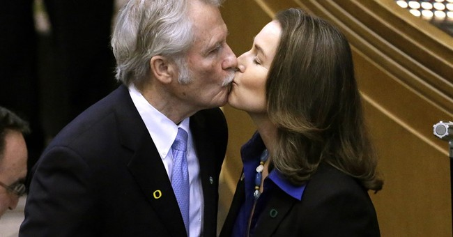 Former Oregon governor cleared in influence-peddling case