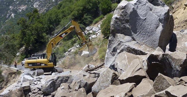 Yosemite rockslide makes drive a slog for tourists, workers