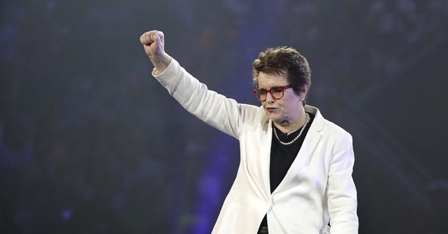 Billie Jean King praises Northwestern grads on inclusion