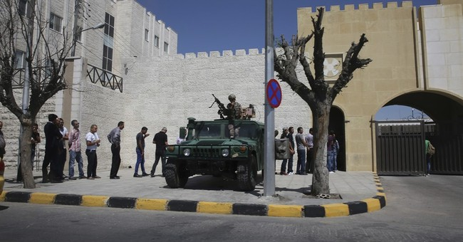 Fathers of slain US soldiers attend trial in Jordan