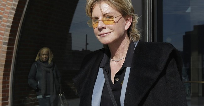 Patricia Cornwell settles lawsuit against financial advisers