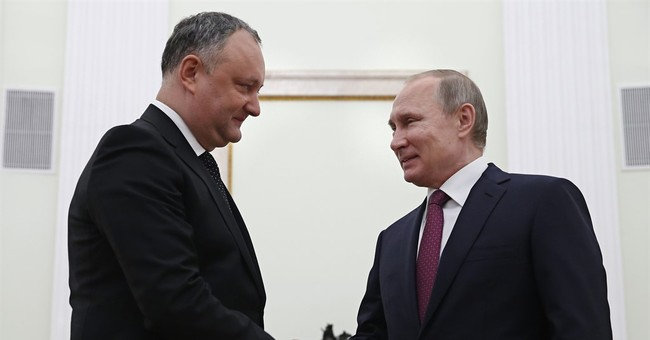 Moldovan president visits Russia, hints of ending EU pact