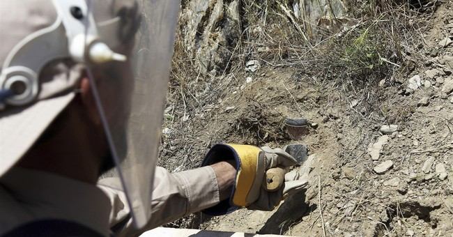 Afghan de-miners cling to hard but much-needed jobs