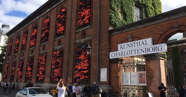 Migrant lifejackets turned into artwork in Copenhagen